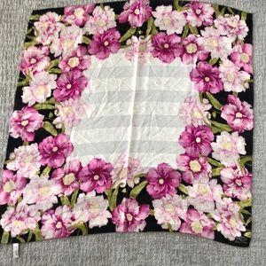 GORGEOUS 100% silk scarf Oscar de la Renta